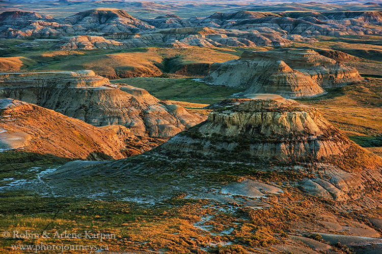 Badlands in Grasslands National Park, Saskatchewan, from Photojourneys.ca