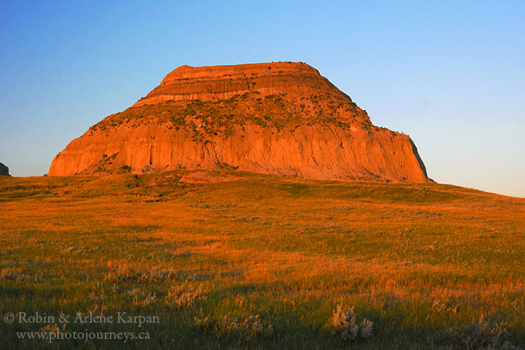 Castle Butte in Big Muddy Badlands, Saskatchewan from Photojourneys.ca