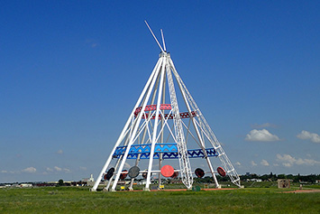 Saamis Tepee, Medicine Hat on photojourneys.ca