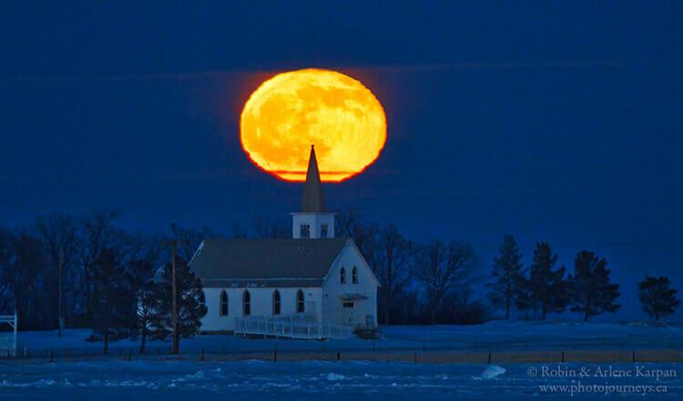 Moonrise in Saskatchewan, winter photography